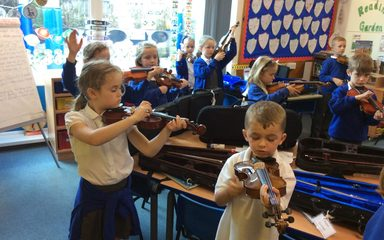 Violin lessons in Year 2
